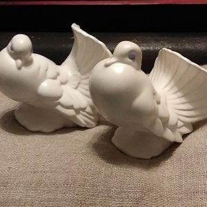 Pair of ceramic white doves